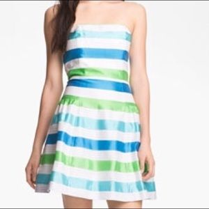 Lilly Pulitzer organiza strapless Jordan dress